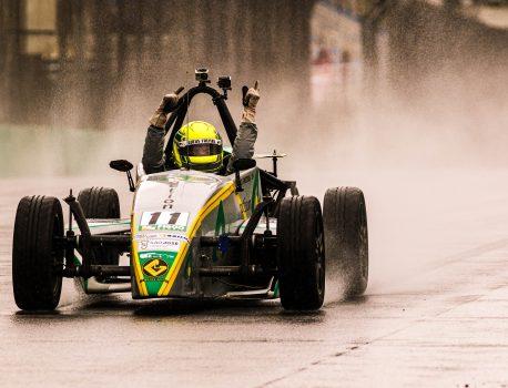 Lucas Freitas vence corrida 1 sob chuva